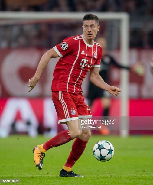Robert Lewandowski of FC Bayern Muenchen runs with the ball during the UEFA Champions League group B match between Bayern Muenchen and Celtic FC at...