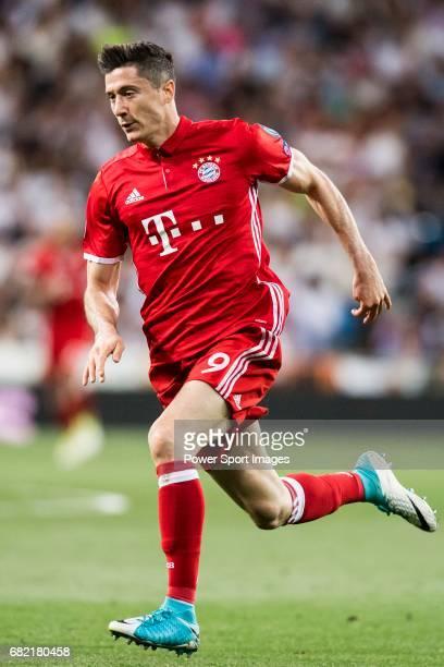 Robert Lewandowski of FC Bayern Munich during their 201617 UEFA Champions League Quarterfinals second leg match between Real Madrid and FC Bayern...