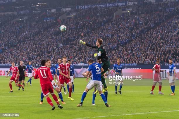 Robert Lewandowski of FC Bayern Munich Leon Goretzka of FC Schalke 04 James Rodriguez of FC Bayern Munich Bastian Oczipka of FC Schalke 04 Nabil...