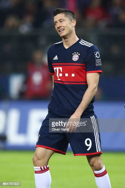 Robert Lewandowski of Muenchen appears frustrated during the Bundesliga match between Hamburger SV and FC Bayern Muenchen at Volksparkstadion on...