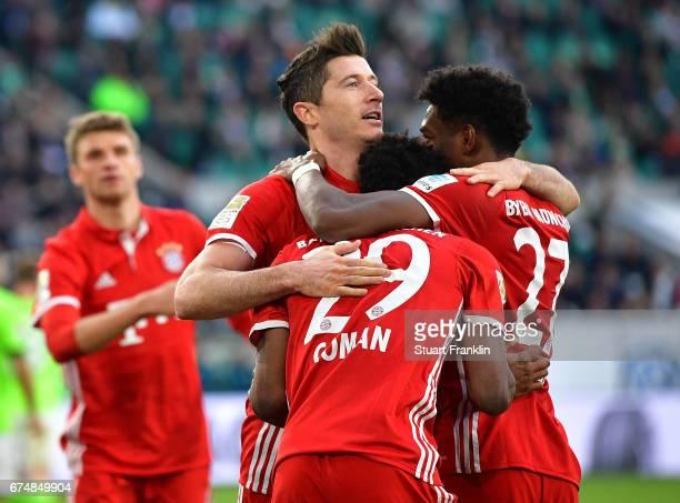 Robert Lewandowski of Muenchen celebrates scoring the third goal with teamates during the Bundesliga match between VfL Wolfsburg and Bayern Muenchen...