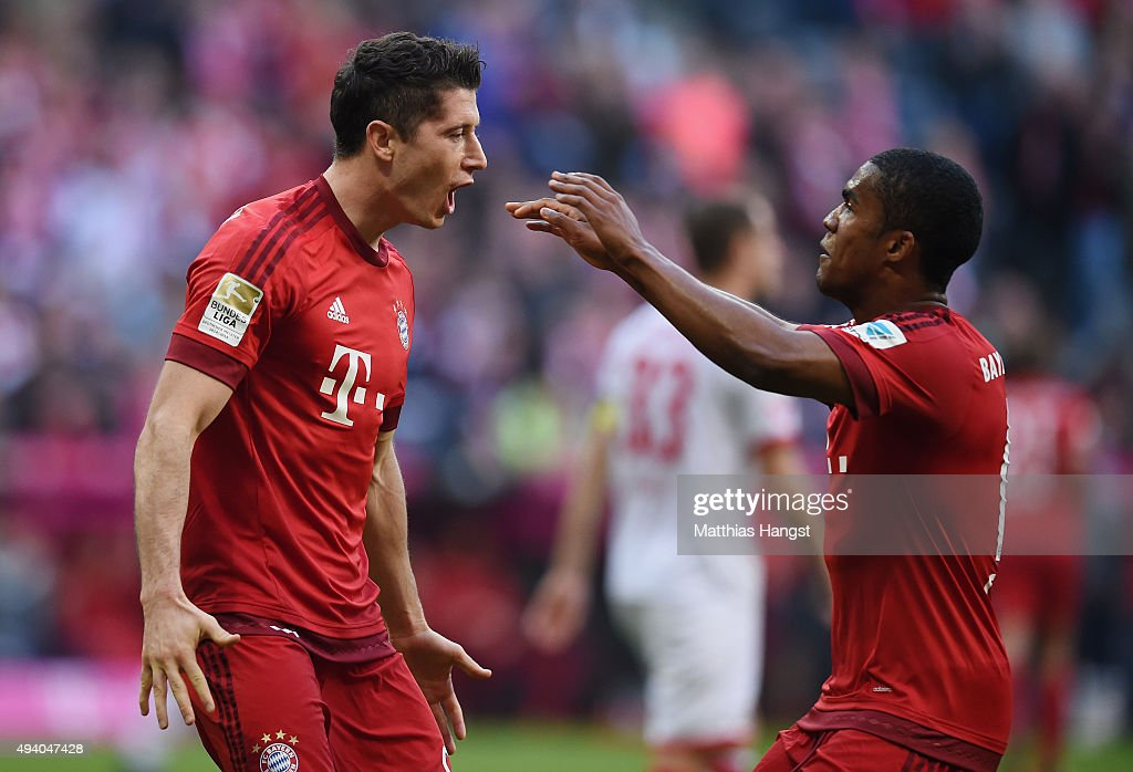 Robert Lewandowski of Muenchen celebrates with his team-mates after scoring his team's third goal during the Bundesliga match between FC Bayern Muenchen and 1. FC Koeln at Allianz Arena on October 24, 2015 in Munich, Germany.