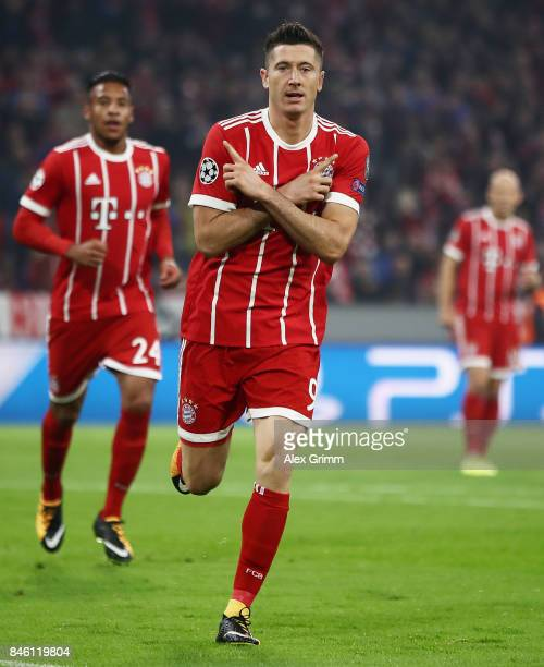 Robert Lewandowski of Muenchen celebrates with his teammates after scoring his team's first goal during the UEFA Champions League group B match...