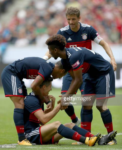 Robert Lewandowski of Muenchen celebrates with team mates after scoring his teams first goal during the Telekom Cup 2017 match between Bayern...