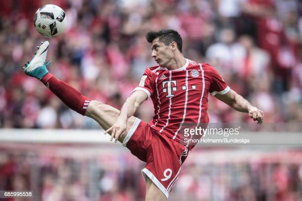 Robert Lewandowski of Muenchen controls the ball during the Bundesliga match between Bayern Muenchen and SC Freiburg at Allianz Arena on May 20 2017...