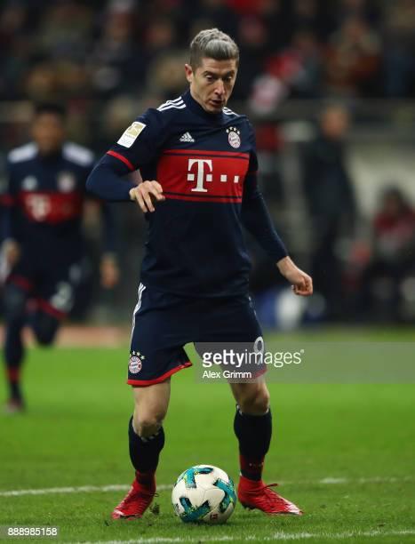 Robert Lewandowski of Muenchen controls the ball during the Bundesliga match between Eintracht Frankfurt and FC Bayern Muenchen at CommerzbankArena...