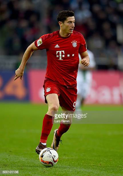 Robert Lewandowski of Muenchen runs with the ball during the Bundesliga match between Borussia Moenchengladbach and FC Bayern Muenchen at...