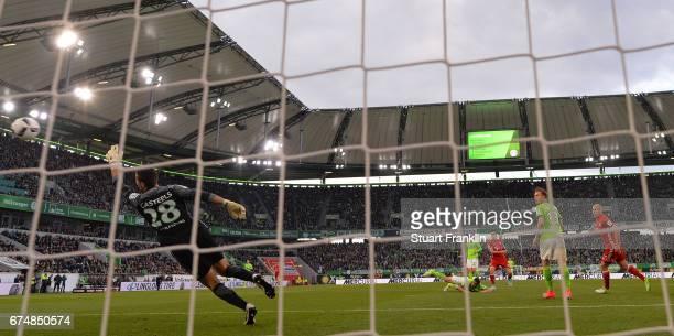 Robert Lewandowski of Muenchen scores the third goal during the Bundesliga match between VfL Wolfsburg and Bayern Muenchen at Volkswagen Arena on...