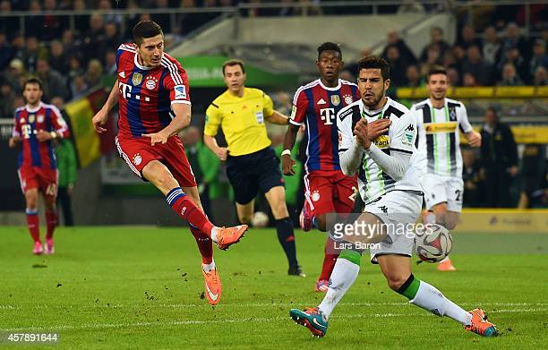 Robert Lewandowski of Muenchen shoots on goal during the Bundesliga match between Borussia Moenchengladbach and FC Bayern Muenchen at Borussia Park...