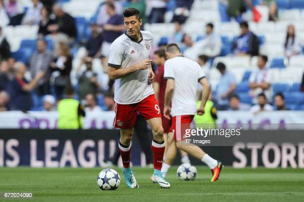 Robert Lewandowski of Munich controls the ball during the UEFA Champions League Quarter Final second leg match between Real Madrid CF and FC Bayern...