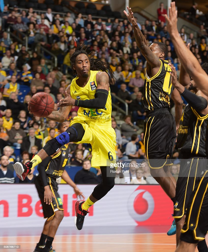 Robert Lowery of ALBA Berlin and Rocky Trice of the MHP Riesen Ludwigsburg during the game between Alba Berlin and the MHP Riesen Ludwigsburg on february 6, 2016 in Berlin, Germany.