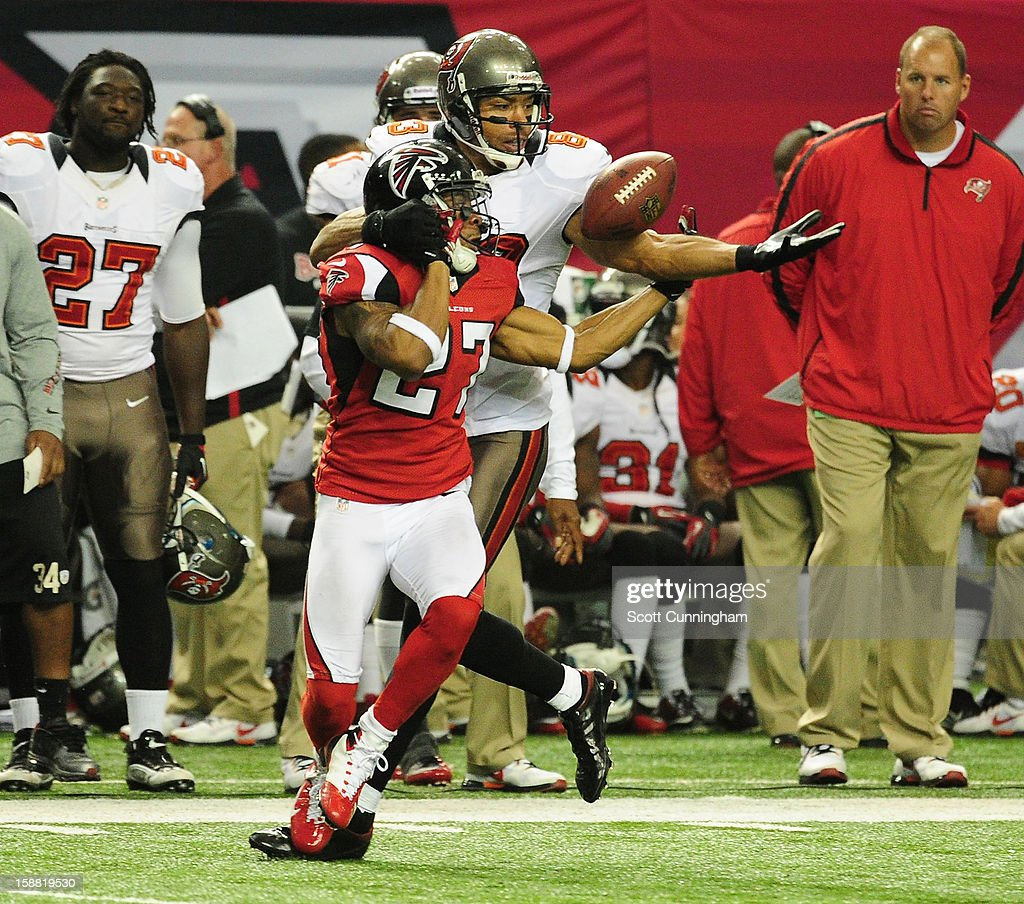 Robert McClain of the Atlanta Falcons defends a pass against Vincent Jackson of the Tampa Bay Buccaneers at the Georgia Dome on December 30 2012 in...
