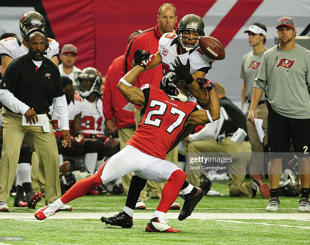 Robert McClain #27 of the Atlanta Falcons defends a pass against Vincent Jackson #83 of the Tampa Bay Buccaneers at the Georgia Dome on December 30, 2012 in Atlanta, Georgia