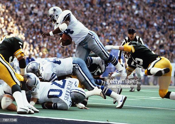 Robert Newhouse of the Dallas Cowboys carries the ball in the NFC Divisional Playoff Game against the Green Bay Packers on January 16 l983 in Dallas...