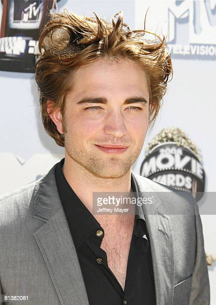 Robert Pattinson arrives at the 2008 MTV Movie Awards on June 1 2008 at the Gibson Amphitheatre in Universal City California