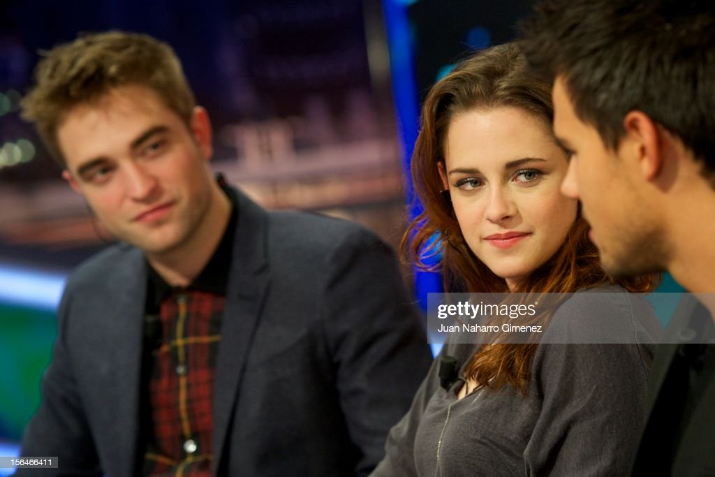 <a gi-track='captionPersonalityLinkClicked' href=/galleries/search?phrase=Robert+Pattinson&family=editorial&specificpeople=734445 ng-click='$event.stopPropagation()'>Robert Pattinson</a>, <a gi-track='captionPersonalityLinkClicked' href=/galleries/search?phrase=Kristen+Stewart&family=editorial&specificpeople=2166264 ng-click='$event.stopPropagation()'>Kristen Stewart</a> and <a gi-track='captionPersonalityLinkClicked' href=/galleries/search?phrase=Taylor+Lautner&family=editorial&specificpeople=228959 ng-click='$event.stopPropagation()'>Taylor Lautner</a> attend 'El Hormiguero' Tv show at Vertice Studio on November 15, 2012 in Madrid, Spain.