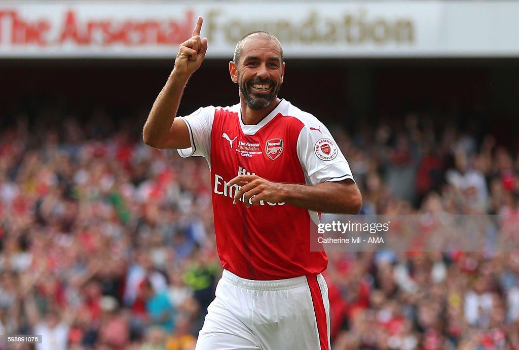 Arsenal Legends v AC Milan Legends : News Photo