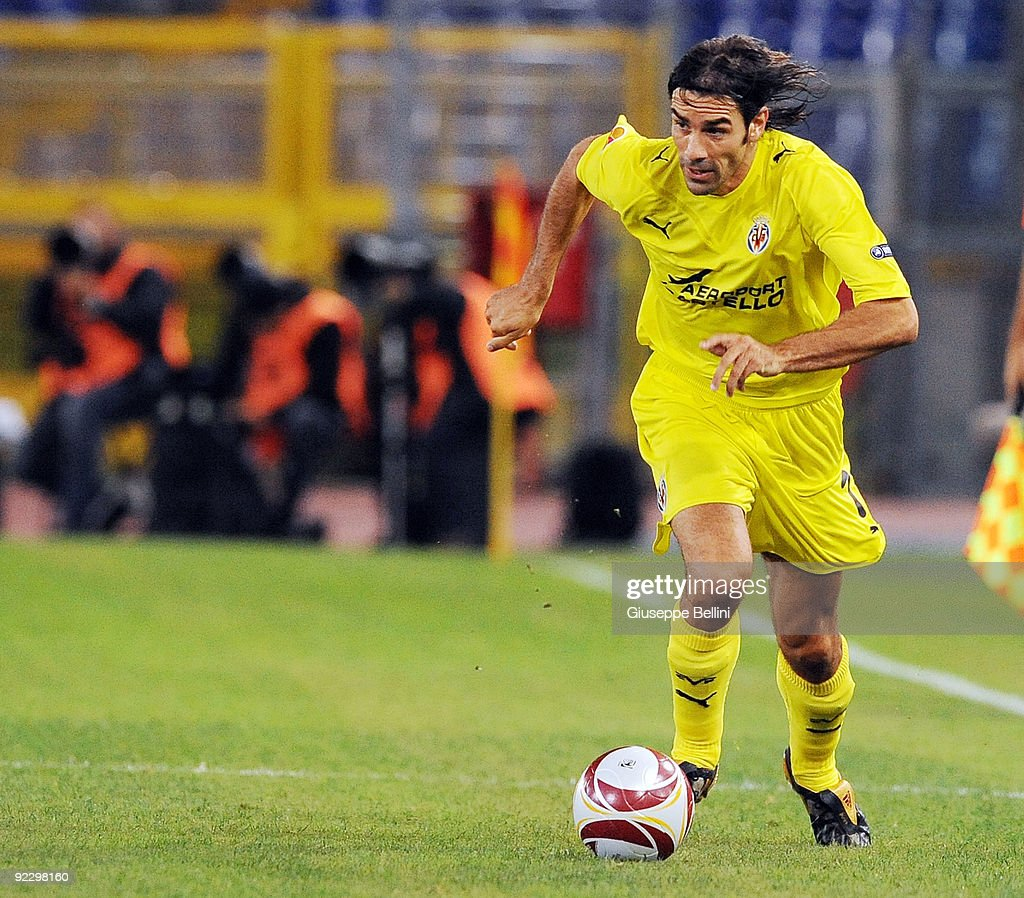 <a gi-track='captionPersonalityLinkClicked' href=/galleries/search?phrase=Robert+Pires&family=editorial&specificpeople=167225 ng-click='$event.stopPropagation()'>Robert Pires</a> of Villarreal CF during the UEFA Europa League group G match between SS Lazio and Villareal CF at Olimpico Stadium on October 22, 2009 in Rome, Italy.