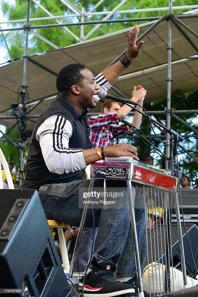 <a gi-track='captionPersonalityLinkClicked' href=/galleries/search?phrase=Robert+Randolph&family=editorial&specificpeople=213045 ng-click='$event.stopPropagation()'>Robert Randolph</a> perform on stage on Day 4 of Waterfront Blues Festival at Tom McCall Waterfront Park on July 7, 2013 in Portland, Oregon.