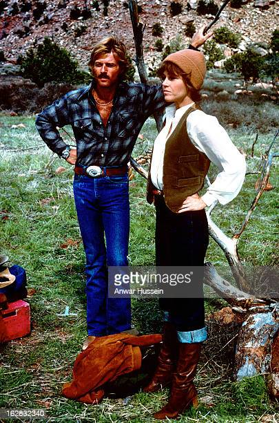 Robert Redford and Jane Fonda relax on the set of the film 'The Electric Horseman' directed by Sydney Pollack on March 1 1979 in Utah United States