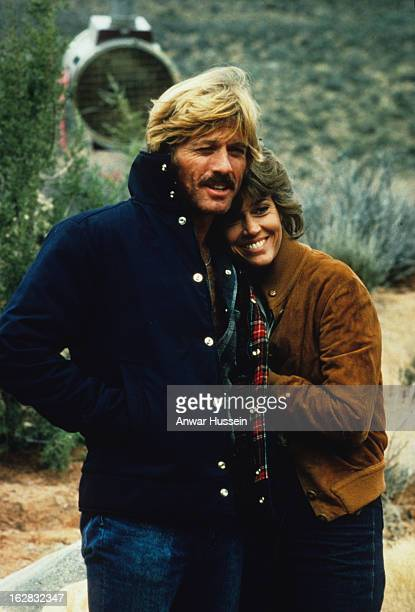 Robert Redford and Jane Fonda relax on the set of the film 'The Electric Horseman' directed by Sydney Pollack on March 1 1979 in Utah USA