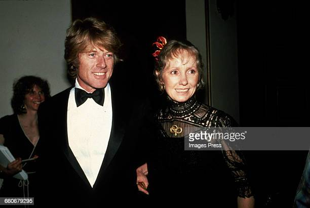 Robert Redford and wife Lola attend the 53rd Academy Awards circa 1981 in Los Angeles California