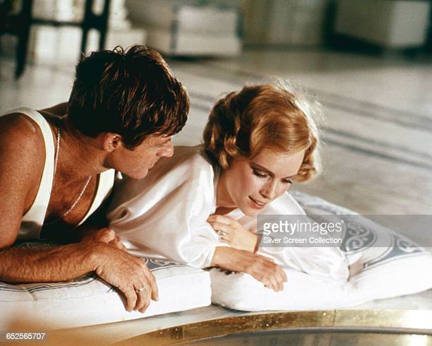 Robert Redford as Jay Gatsby and Mia Farrow as Daisy Buchanan in the film 'The Great Gatsby' directed by Jack Clayton and based on the F Scott...