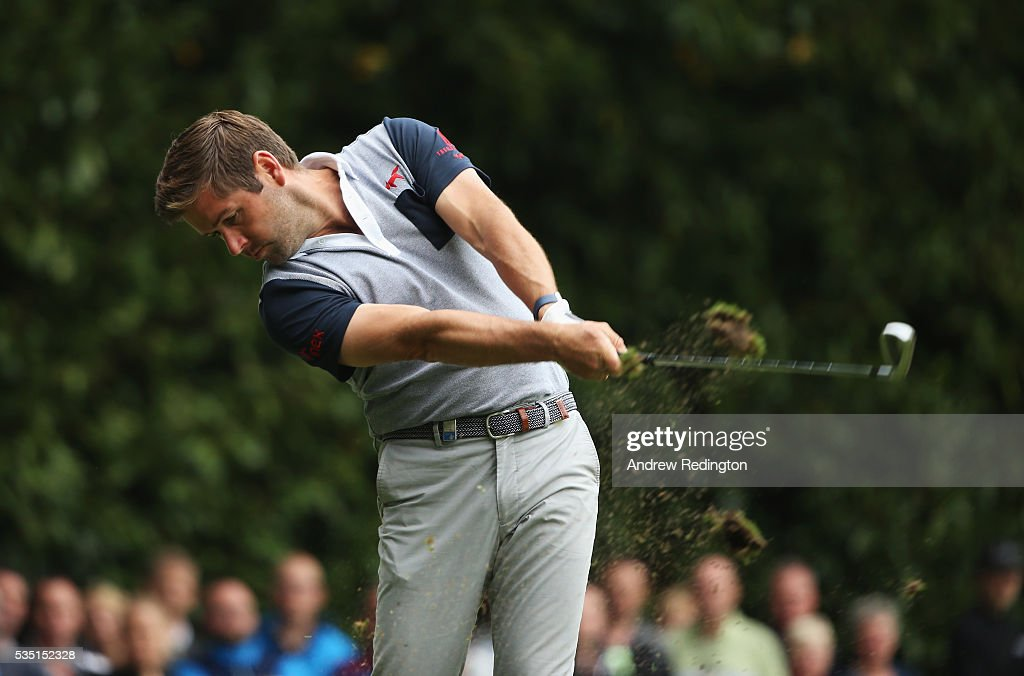 <a gi-track='captionPersonalityLinkClicked' href=/galleries/search?phrase=Robert+Rock&family=editorial&specificpeople=228315 ng-click='$event.stopPropagation()'>Robert Rock</a> of England tees off on the 2nd hole during day four of the BMW PGA Championship at Wentworth on May 29, 2016 in Virginia Water, England.