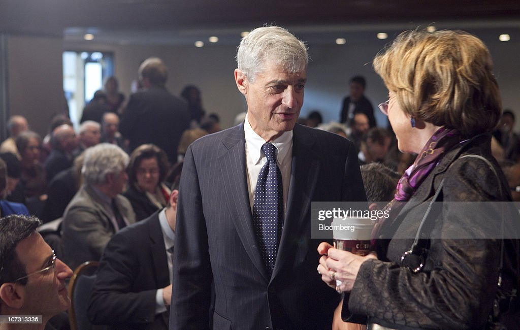 <a gi-track='captionPersonalityLinkClicked' href=/galleries/search?phrase=Robert+Rubin&family=editorial&specificpeople=209190 ng-click='$event.stopPropagation()'>Robert Rubin</a>, co-chair of the Council on Foreign Relations and former U.S. treasury secretary, center, speaks to Laura Tyson, professor at the University of California at Berkeley and economic recovery advisory board member to U.S. President Barack Obama, at the future of American jobs conference at the National Press Club in Washington, D.C., U.S., on Friday, Dec. 3, 2010. Employers added fewer jobs than forecast in November and the unemployment rate rose to 9.8 percent, pointing to economic weakness that's likely to keep the Federal Reserve pumping money into the financial system. Photographer: Andrew Harrer/Bloomberg via Getty Images