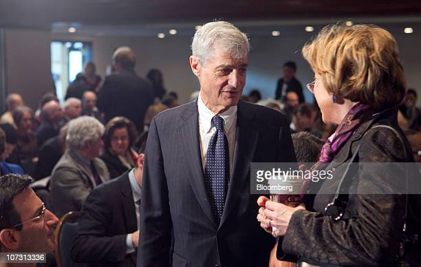 Robert Rubin cochair of the Council on Foreign Relations and former US treasury secretary center speaks to Laura Tyson professor at the University of...