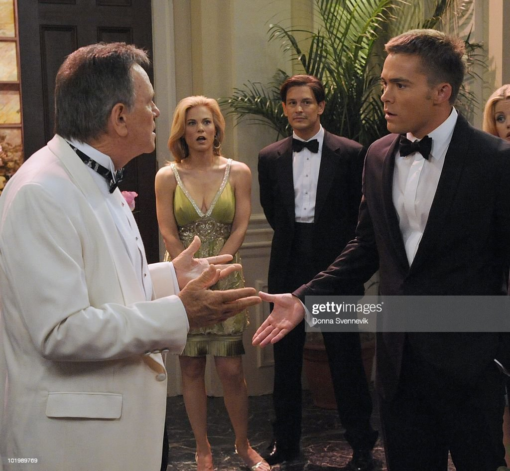 LIVE - Robert S. Woods (Bo), Gina Tognoni (Kelly), Gavin Alexander Hammon (Reed), John-Paul Lavoisier (Rex) and Bree Williamson (Jessica) in a scene that begins airing the week of May 31, 2010 on ABC Daytime's 'One Life to Live.' 'One Life to Live' airs Monday-Friday (2:00 p.m. - 3:00 p.m., ET) on the ABC Television Network. OLTL10 (Photo by Donna Svennevik/ABC via Getty Images) ROBERT