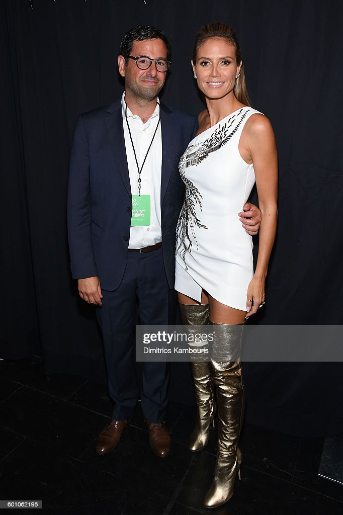 robert-sharenow-and-heidi-klum-pose-backstage-at-the-project-runway-picture-id601062196