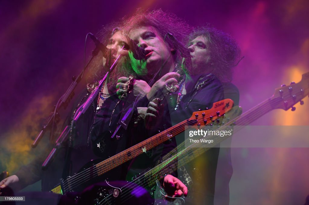 <a gi-track='captionPersonalityLinkClicked' href=/galleries/search?phrase=Robert+Smith&family=editorial&specificpeople=198989 ng-click='$event.stopPropagation()'>Robert Smith</a> of The Cure performs during Lollapalooza 2013 at Grant Park on August 4, 2013 in Chicago, Illinois.