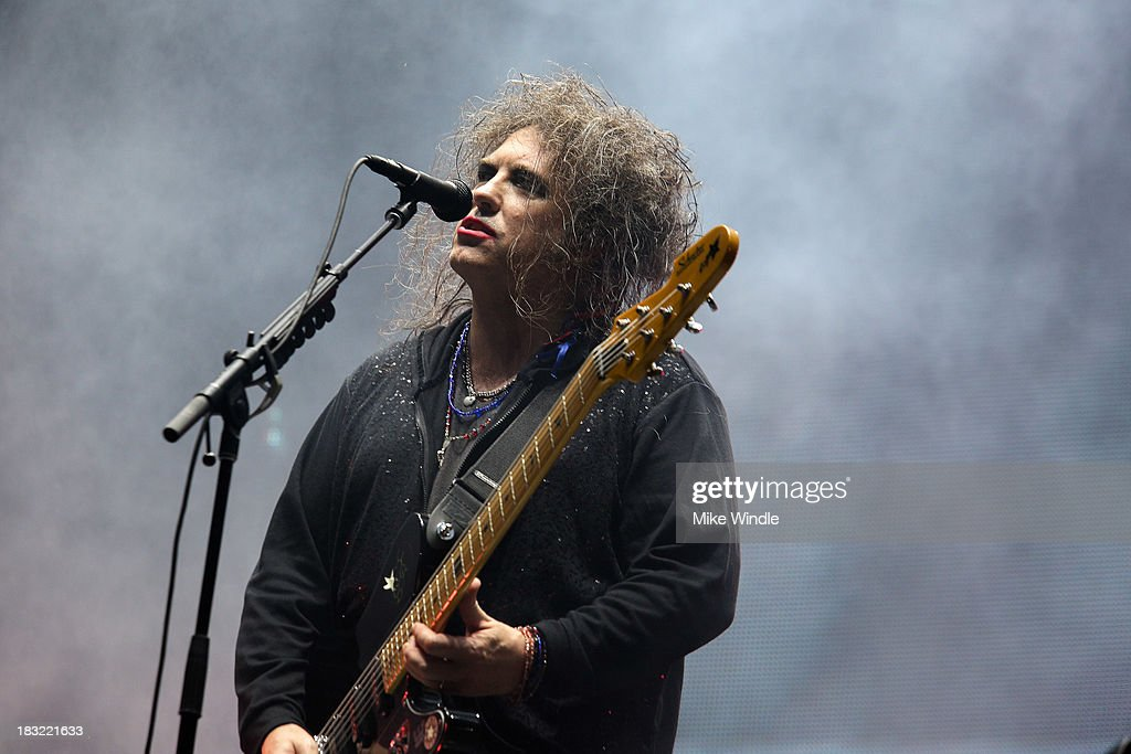<a gi-track='captionPersonalityLinkClicked' href=/galleries/search?phrase=Robert+Smith&family=editorial&specificpeople=198989 ng-click='$event.stopPropagation()'>Robert Smith</a> of The Cure performs onstage during Day 2 of the 2013 Austin City Limits Music Festival at Zilker Park on October 5, 2013 in Austin, Texas.