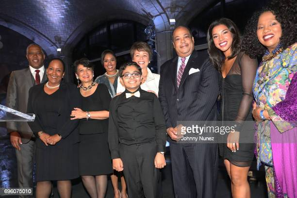 Robert Smith Vicki Fuller Pat Bransford Alicia Quarles Ermagon Don Lowery Hannah Bronfman and Sherry Bronfman attend the 2017 Urban Tech Gala at...