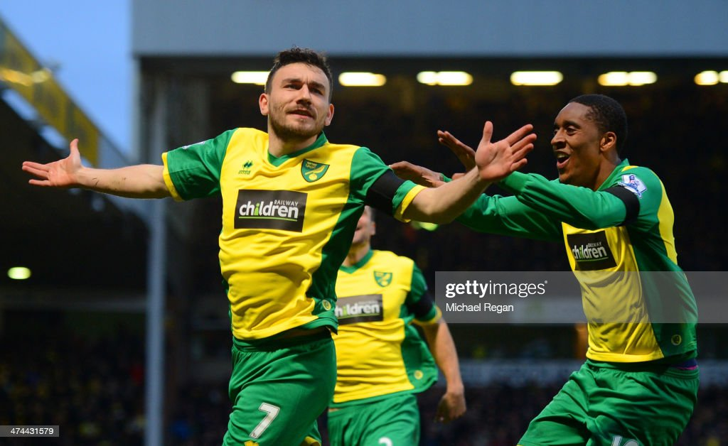 <a gi-track='captionPersonalityLinkClicked' href=/galleries/search?phrase=Robert+Snodgrass&family=editorial&specificpeople=5488953 ng-click='$event.stopPropagation()'>Robert Snodgrass</a> of Norwich City (L) celebrates scoring the opening goal with <a gi-track='captionPersonalityLinkClicked' href=/galleries/search?phrase=Leroy+Fer&family=editorial&specificpeople=5476889 ng-click='$event.stopPropagation()'>Leroy Fer</a> of Norwich City during the Barclays Premier League match between Norwich City and Tottenham Hotspur at Carrow Road on February 23, 2014 in Norwich, England.