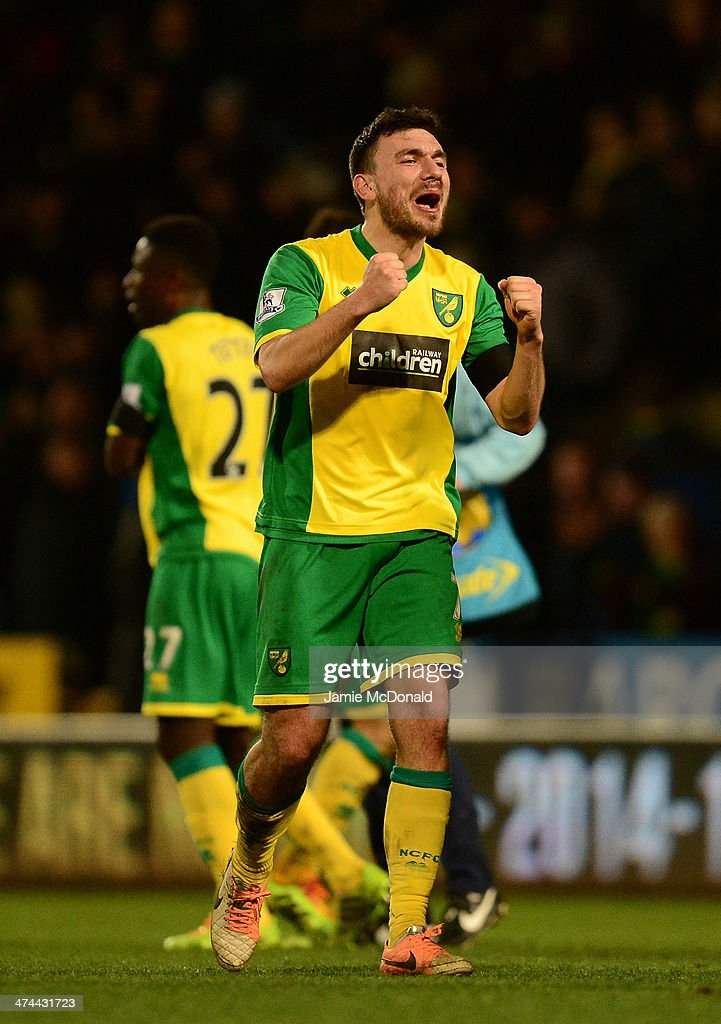 <a gi-track='captionPersonalityLinkClicked' href=/galleries/search?phrase=Robert+Snodgrass&family=editorial&specificpeople=5488953 ng-click='$event.stopPropagation()'>Robert Snodgrass</a> of Norwich City celebrates victory at the final whistle during the Barclays Premier League match between Norwich City and Tottenham Hotspur at Carrow Road on February 23, 2014 in Norwich, England.