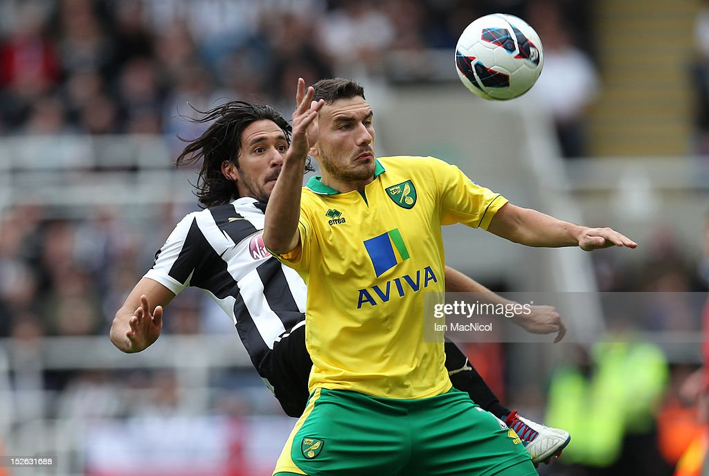 Robert Snodgrass (R) of Norwich City competes with <a gi-track='captionPersonalityLinkClicked' href=/galleries/search?phrase=Jonas+Gutierrez&family=editorial&specificpeople=771739 ng-click='$event.stopPropagation()'>Jonas Gutierrez</a> of Newcastle United during the Barclays Premier League match between Newcastle United and Norwich City on September 23, 2012 in Newcastle, England.