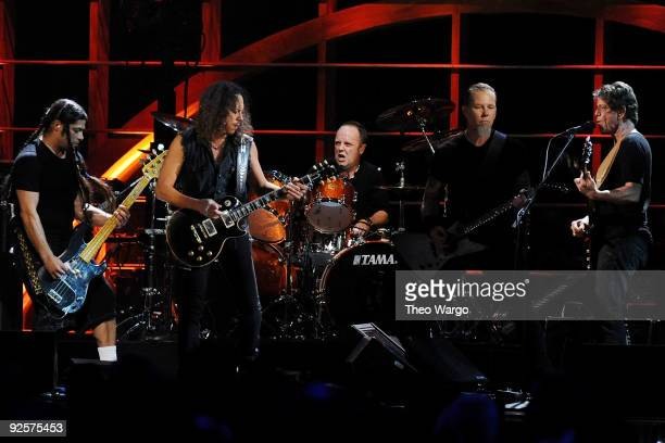 Robert Trujillo Kirk Hammett Lars Ulrich and James Hetfield of Metallica perform with Lou Reed onstage at the 25th Anniversary Rock Roll Hall of Fame...