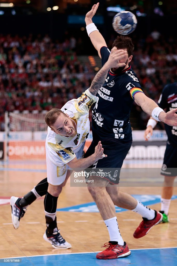 Robert Weber (L) of Magdeburg challenges for the ball with Tobias Karlsson (R) of Flensburg during the DKB REWE Final Four Finale 2016 between SG Flensburg Handewitt and SC Magdeburg at Barclaycard Arena on May 1, 2016 in Hamburg, Germany.