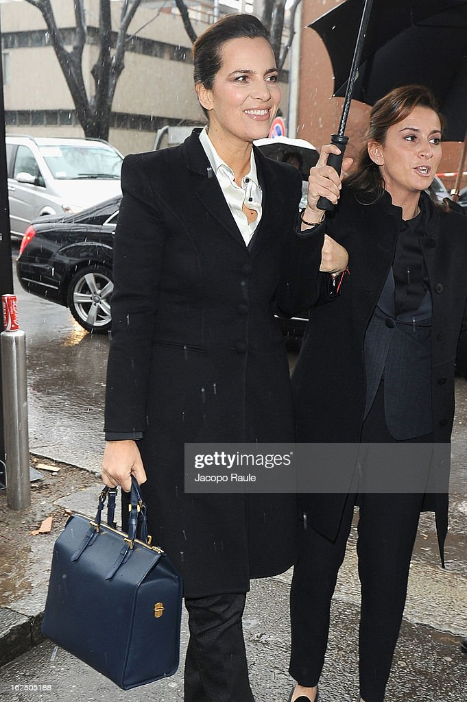 <a gi-track='captionPersonalityLinkClicked' href=/galleries/search?phrase=Roberta+Armani&family=editorial&specificpeople=2082135 ng-click='$event.stopPropagation()'>Roberta Armani</a> (L) attends the Emporio Armani fashion show as part of Milan Fashion Week Womenswear Fall/Winter 2013/14 on February 24, 2014 in Milan, Italy.