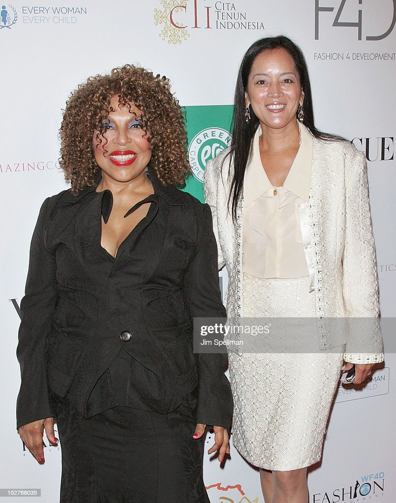 <a gi-track='captionPersonalityLinkClicked' href=/galleries/search?phrase=Roberta+Flack&family=editorial&specificpeople=235444 ng-click='$event.stopPropagation()'>Roberta Flack</a> (L) and Cassandra Seidenfeld attend the 2nd Annual Fashion 4 Development First Ladies Luncheon at The Pierre Hotel on September 25, 2012 in New York City.