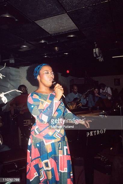 Roberta Flack performs on stage Ronnie Scott's London 1972