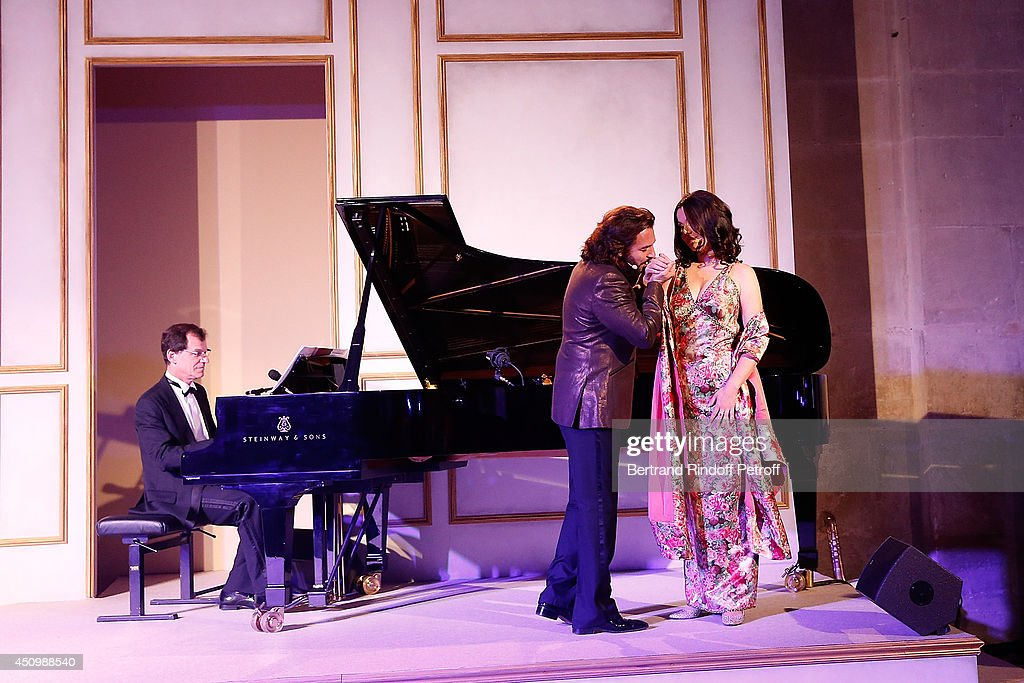 <a gi-track='captionPersonalityLinkClicked' href=/galleries/search?phrase=Roberto+Alagna&family=editorial&specificpeople=679931 ng-click='$event.stopPropagation()'>Roberto Alagna</a> and his wife <a gi-track='captionPersonalityLinkClicked' href=/galleries/search?phrase=Aleksandra+Kurzak&family=editorial&specificpeople=4440930 ng-click='$event.stopPropagation()'>Aleksandra Kurzak</a> perform during the L'Oreal Gala Evening 2014 at Chateau de Versailles on June 20, 2014 in Versailles, France.