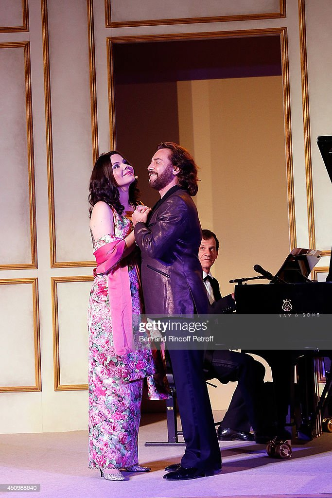 Roberto Alagna and his wife Aleksandra Kurzak perform during the L'Oreal Gala Evening 2014 at Chateau de Versailles on June 20, 2014 in Versailles, France.