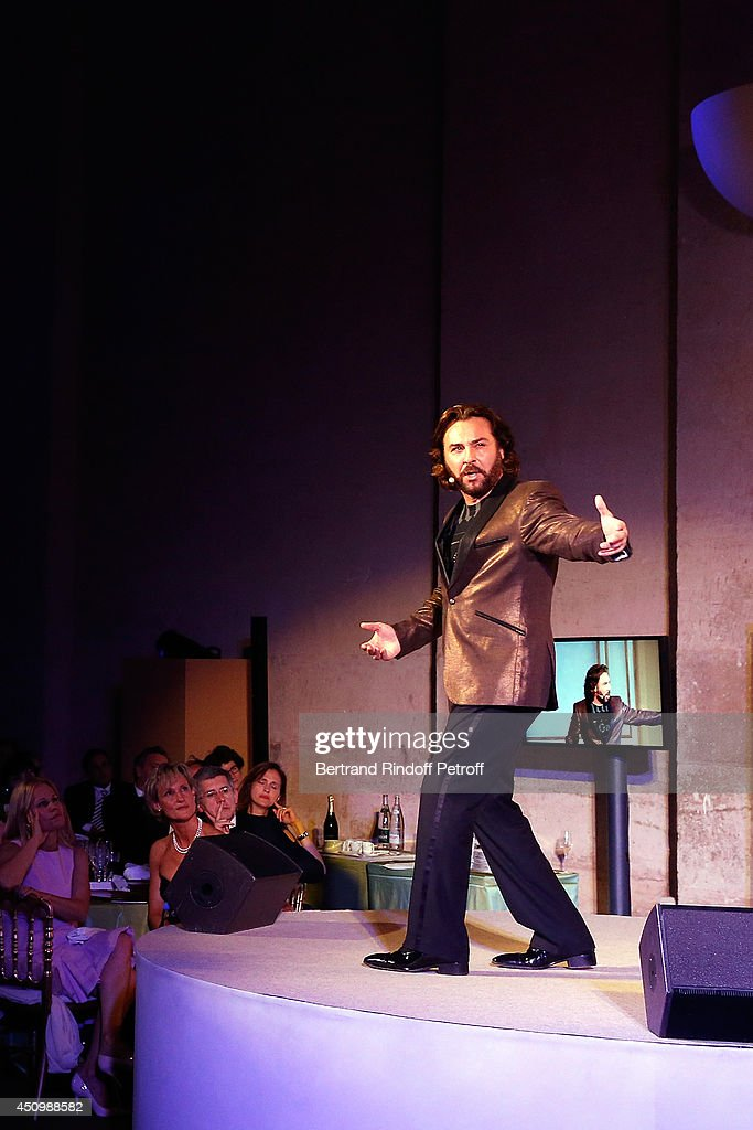 <a gi-track='captionPersonalityLinkClicked' href=/galleries/search?phrase=Roberto+Alagna&family=editorial&specificpeople=679931 ng-click='$event.stopPropagation()'>Roberto Alagna</a> performs during the L'Oreal Gala Evening 2014 at Chateau de Versailles on June 20, 2014 in Versailles, France.