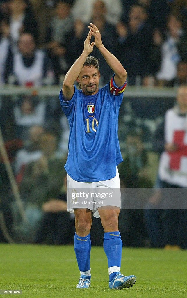 <a gi-track='captionPersonalityLinkClicked' href=/galleries/search?phrase=Roberto+Baggio&family=editorial&specificpeople=216586 ng-click='$event.stopPropagation()'>Roberto Baggio</a> #10 of Italy applauds the fans during an International Friendly match between Italy and Spain at the Luigi Ferraris Stadium on April 28, 2004 in Genova, Italy.