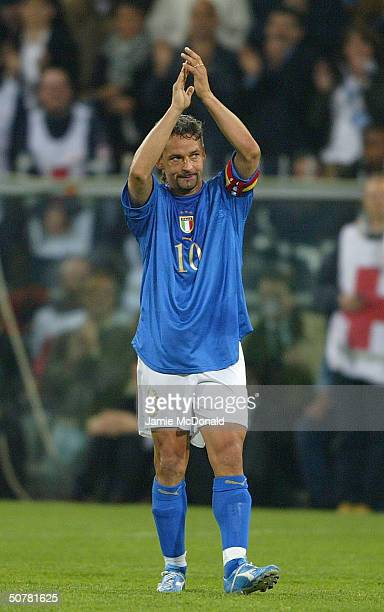 Roberto Baggio of Italy applauds the fans during an International Friendly match between Italy and Spain at the Luigi Ferraris Stadium on April 28...