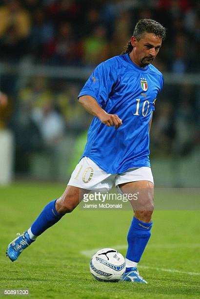 Roberto Baggio of Italy in action during an International Friendly match between Italy and Spain at the Luigi Ferraris Stadium on April 28 2004 in...