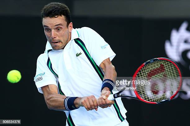 Roberto Bautista Agut of Spain plays a backhand in his fourth round match against Tomas Berdych of the Czech Republic during day seven of the 2016...